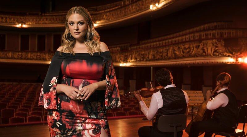 Elegance plus size se inspira no universo da ópera - Clube das Comadres