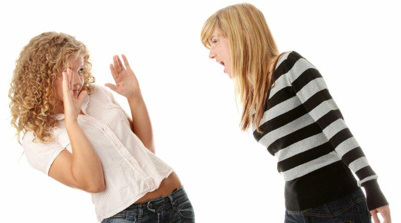 Agressividade, em alta, é falta de argumentos - Clube das Comadres