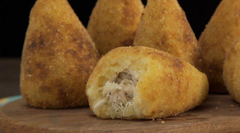 Coxinha de frango com massa de batata doce - Clube das Comadres