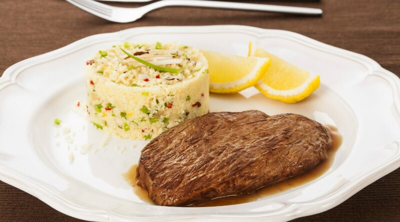 Bife com cuscuz marroquino ao limão siciliano - Clube das Comadres