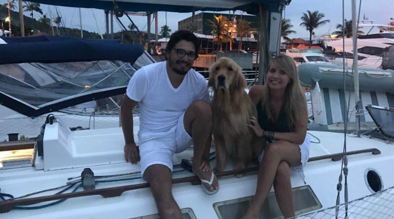 Cachorro Google viaja em veleiro com os donos - Clube das Comadres