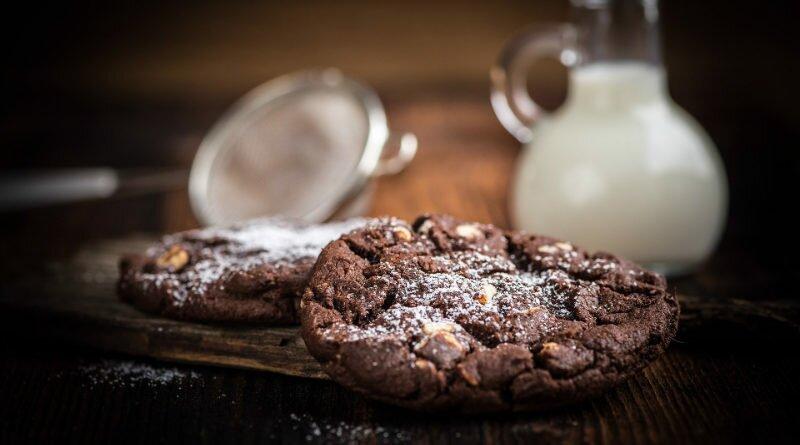 Cookie de cacau sem farinha, ovos e nem leite - Clube das Comadres