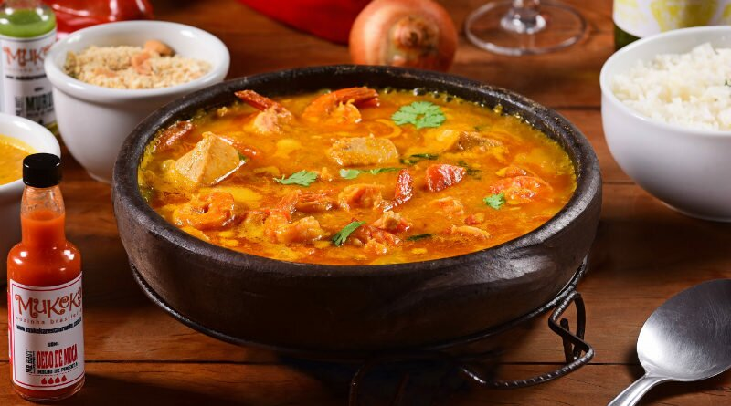 Moqueca de peixe para servir com arroz e pirão - Clube das Comadres