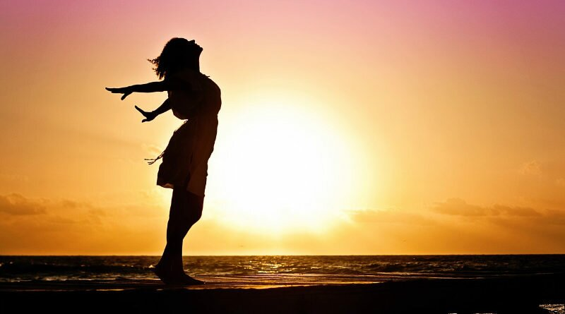 sozinha-autoajuda-mulherfeliz