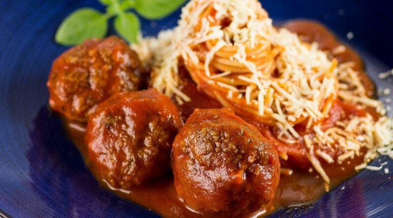 espaguete-almondegas-domingo-cardapio
